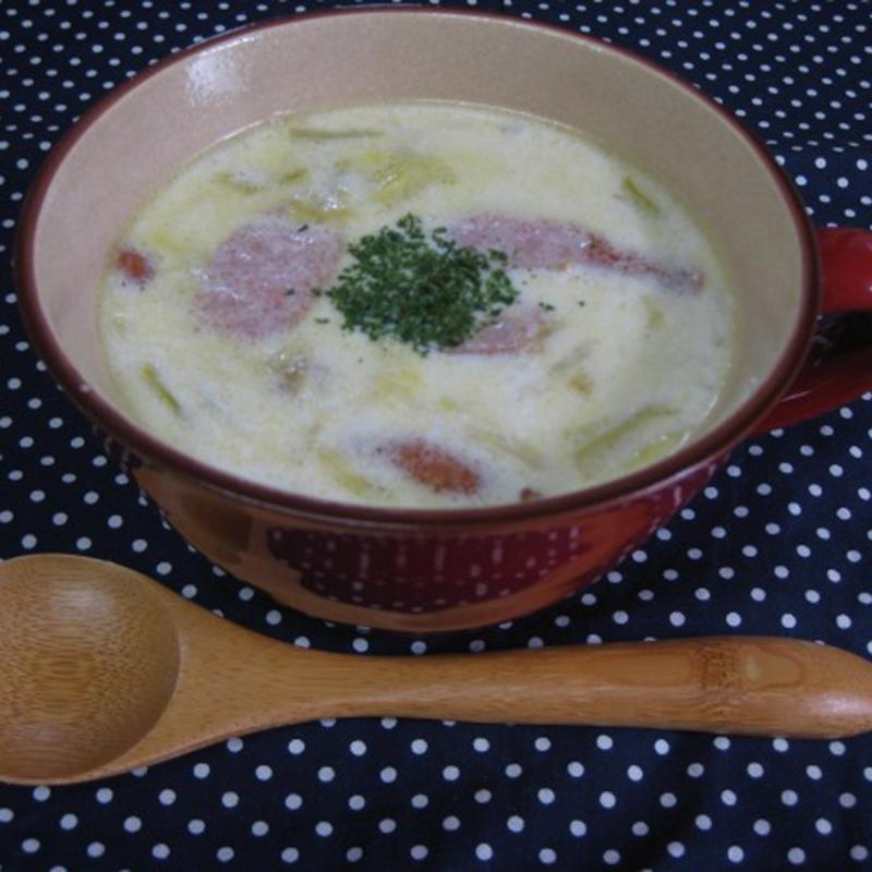 春キャベツとウィンナーのクリームスープ